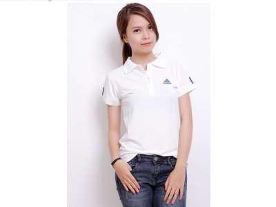 Mẫu áo thun thể thao nữ tay ngắn cổ trụ màu trắng